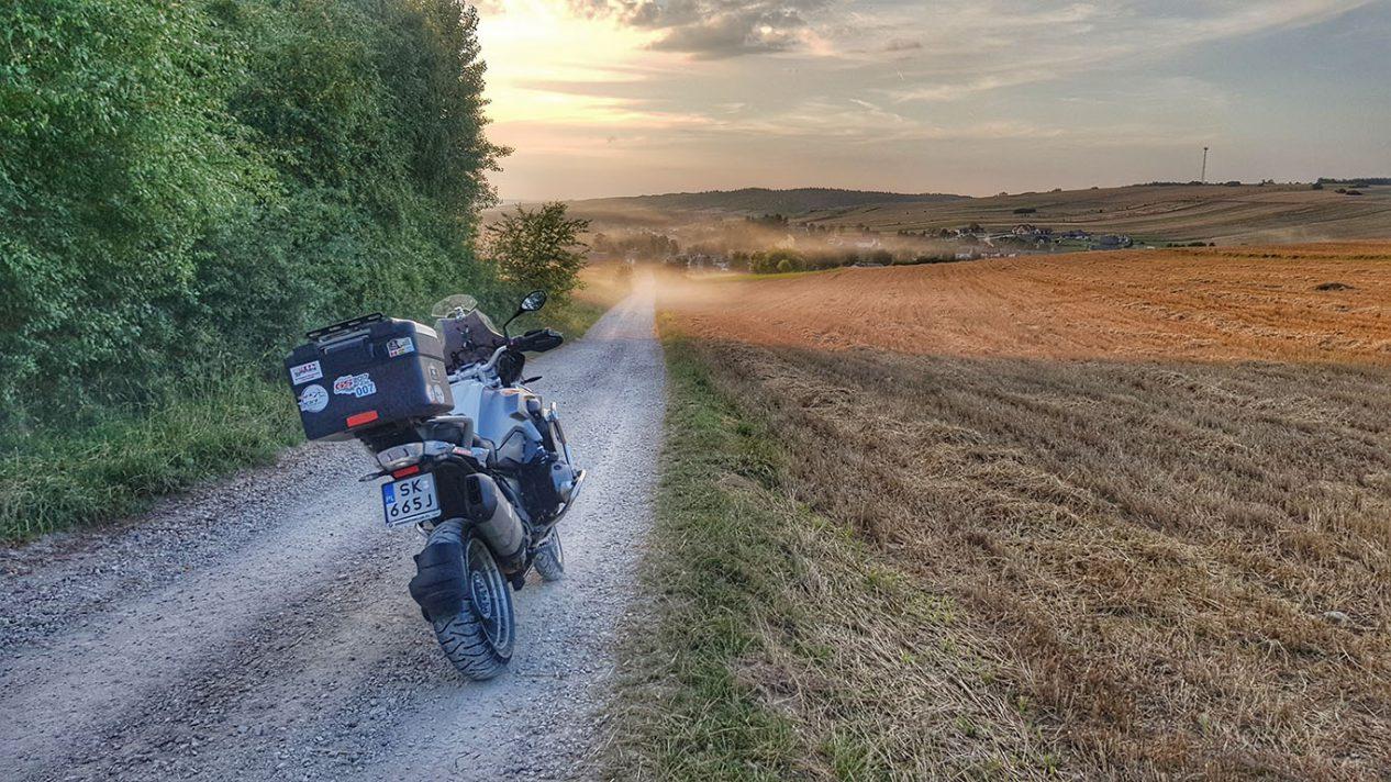 motocykl na drodze