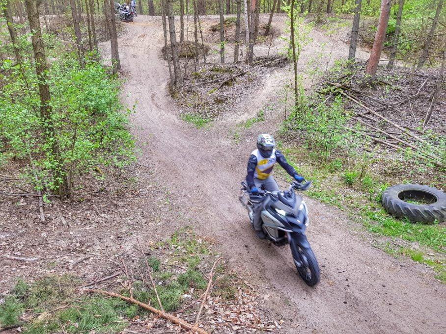 multistrada enduro i jazda w terenie na szkoleniu enduro w Grodzisku Mazowieckim