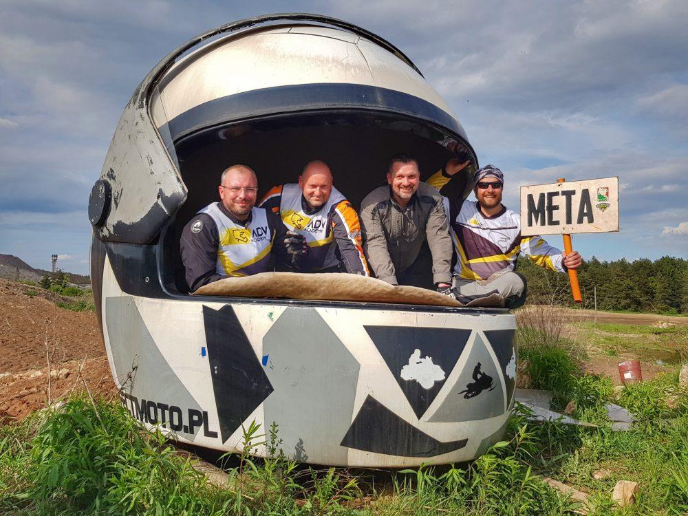 wielki kask motocyklowy w Dąbrowie Górniczej