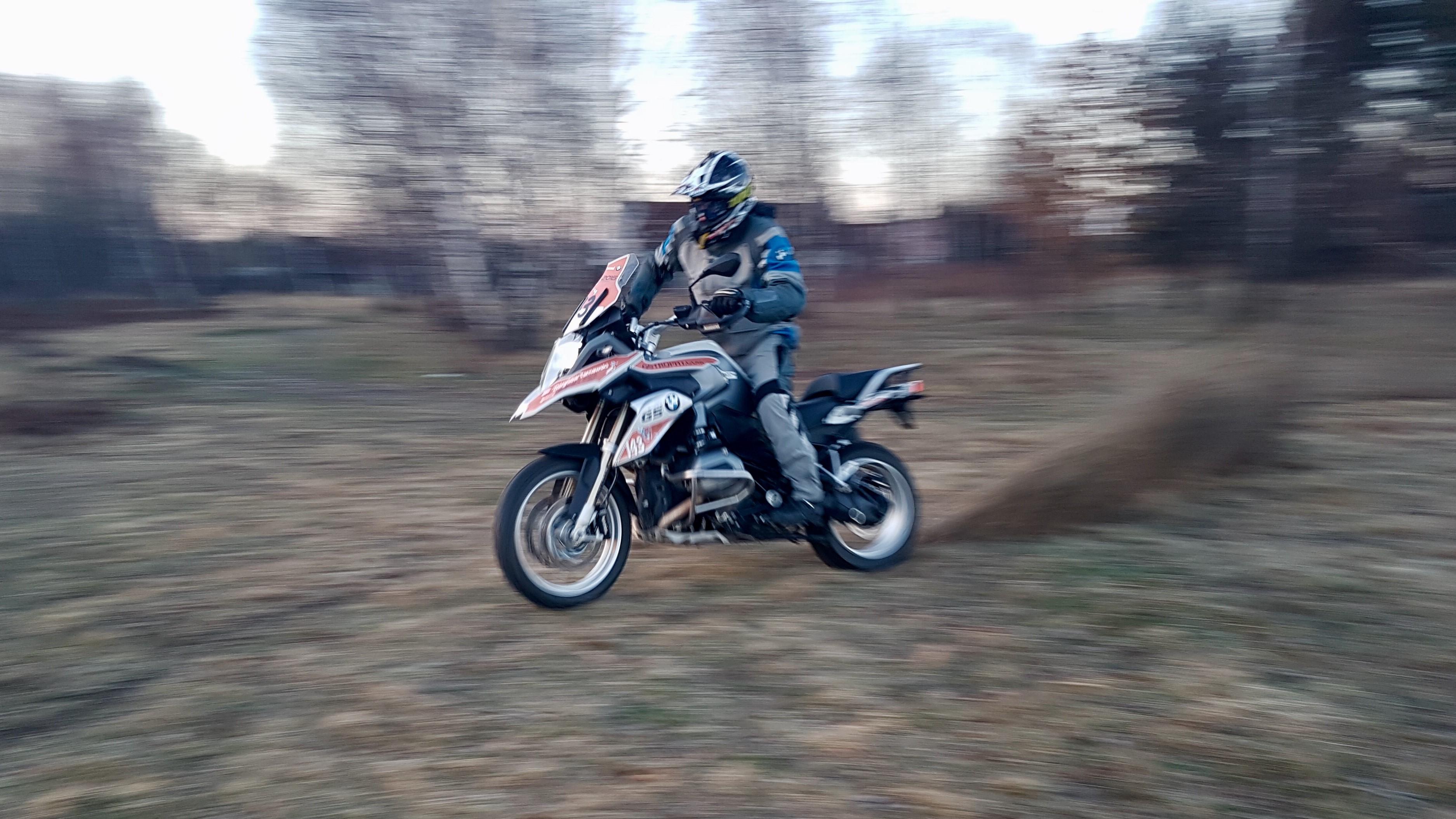 przyspieszanie motocyklem