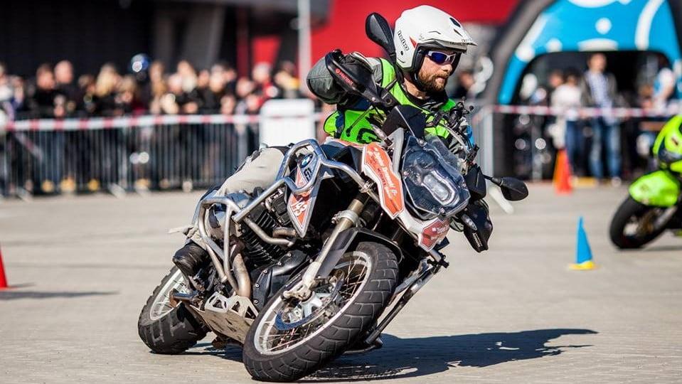 szkoła motocyklowa, akademia motocyklowa, akademia enduro, szkolenie motocyklowe, szkolenia motocyklowe, doskonalenie techniki jazdy, jazda precyzyjna, gymkhana, szkolenia adventure, treningi motocyklowe, szkolenia na torze, szkolenia enduro