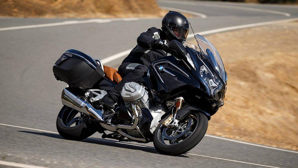 jazda motocyklem na zakrętach
