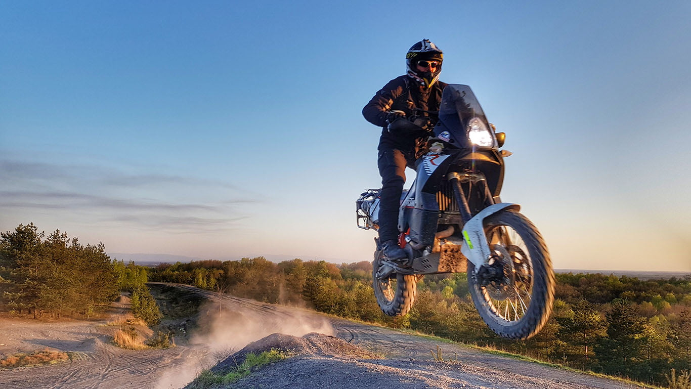skok na motocyklu