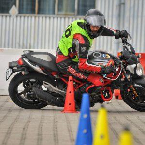 Trening i zawody Moto Gymkhana