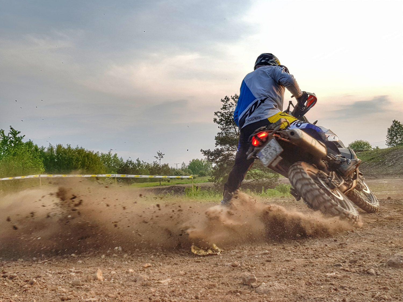 hamowanie na motocyklu