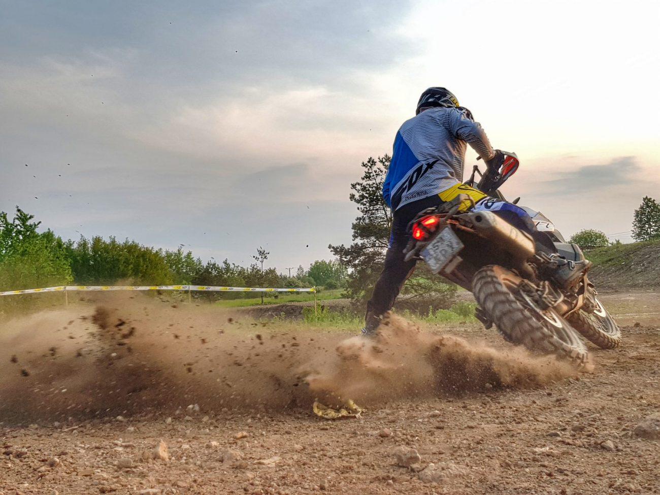 turn slide dynamiczne zawracanie motocyklem