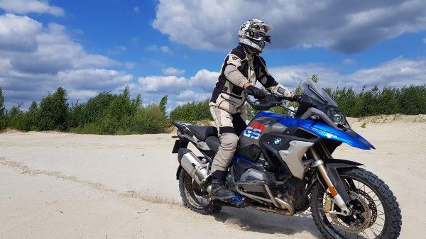 motocykl BMW podczas szkolenia z doskonalenia techniki jazdy