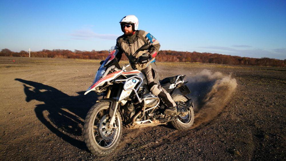 nauka hamowania motocyklem