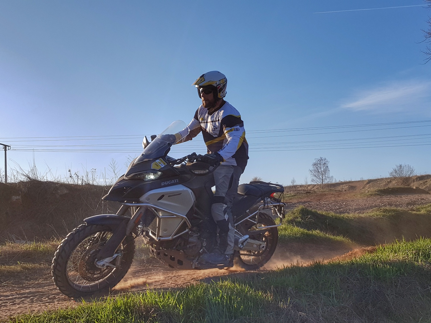 szybka jazda off-road na ducati multistrada enduro 1200