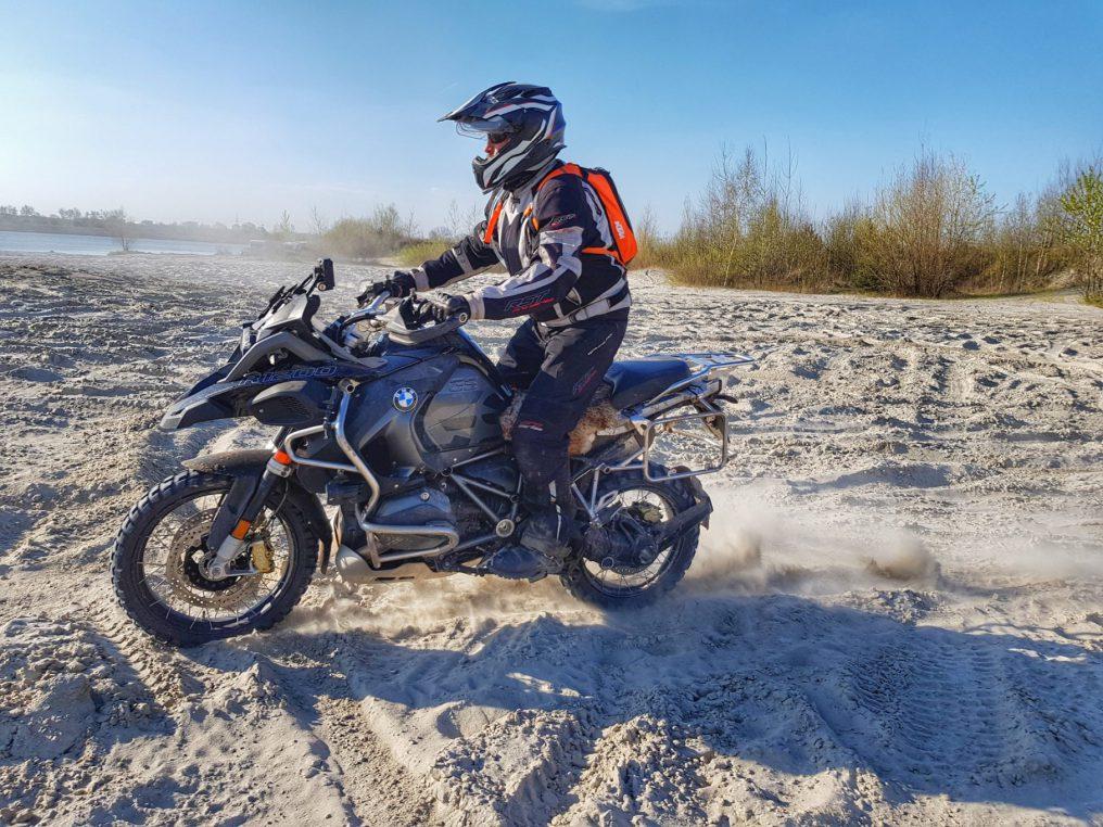 jazda w piachu na bmw r1200gs