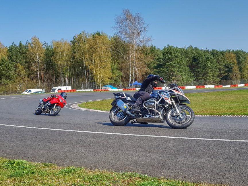 szkolenia na torze dla motocyklistów