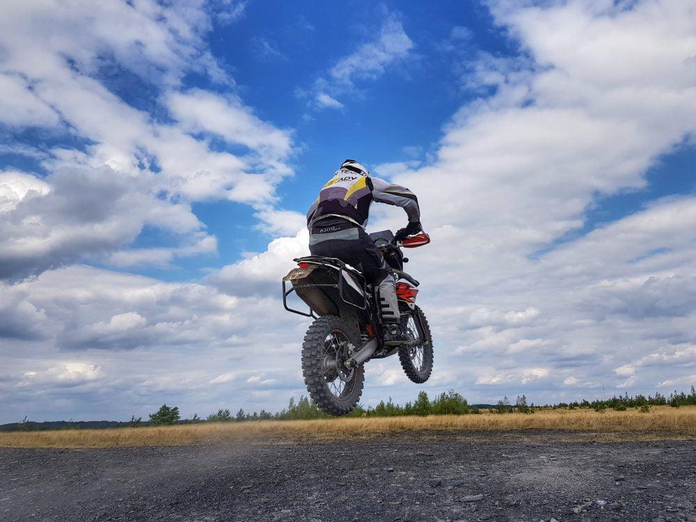nauka techniki jazdy motocyklem w praktyce