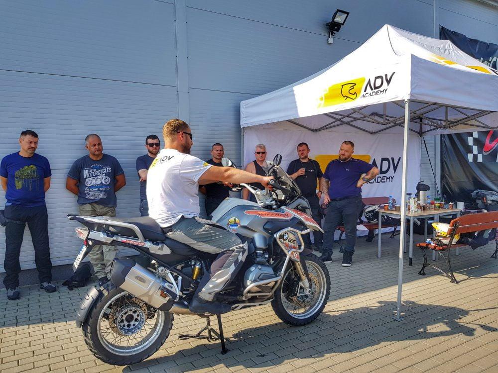 prezentacja motocykla podczas szkolenia
