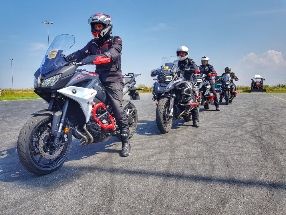 jazda motocyklem on-road