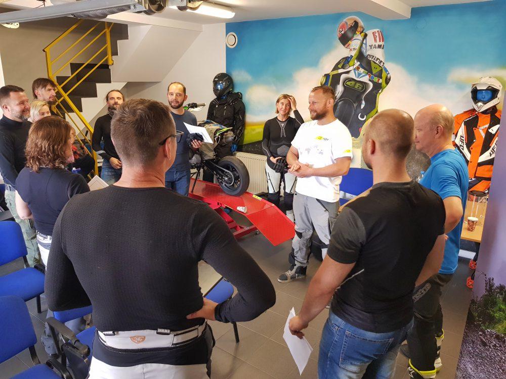 wykład z techniki jazdy motocyklem