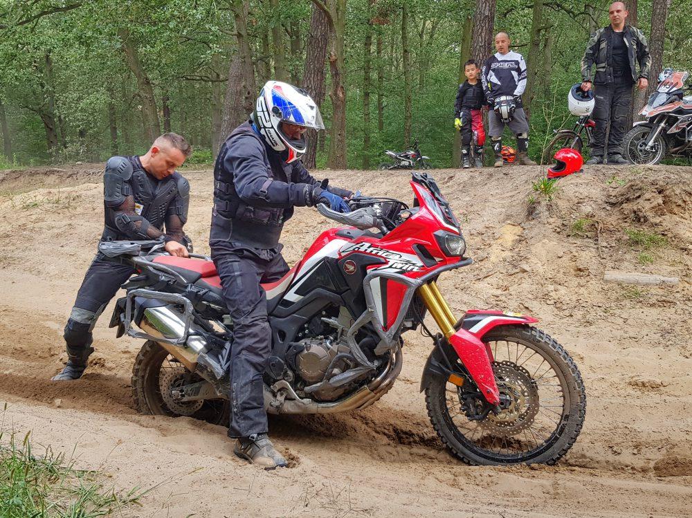instruktaż jazdy na motocyklu