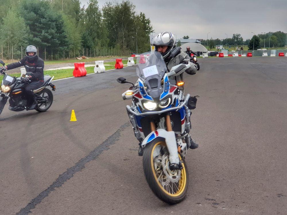 szkolenia motocyklowe z jazdy precyzyjnej