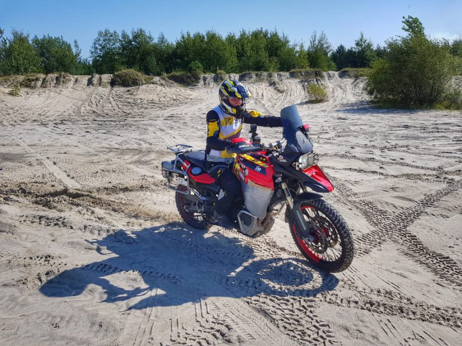jazda w piasku na motocyklu