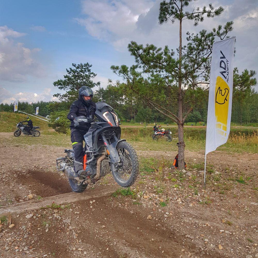 Szkolenie motocyklowe na przygotowanej trasie