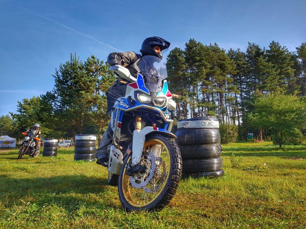 Przeszkody podczas szkolenia motocyklowego
