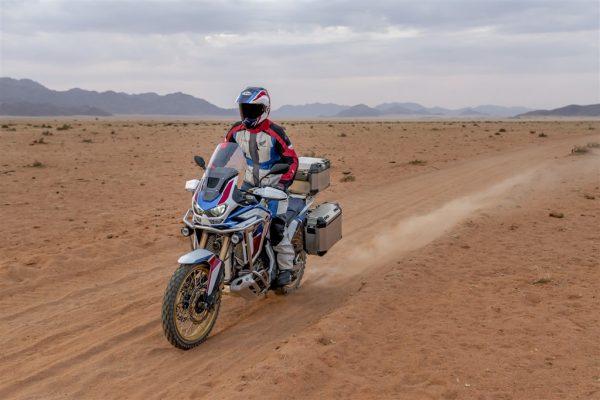 Jazda motocyklem na piasku
