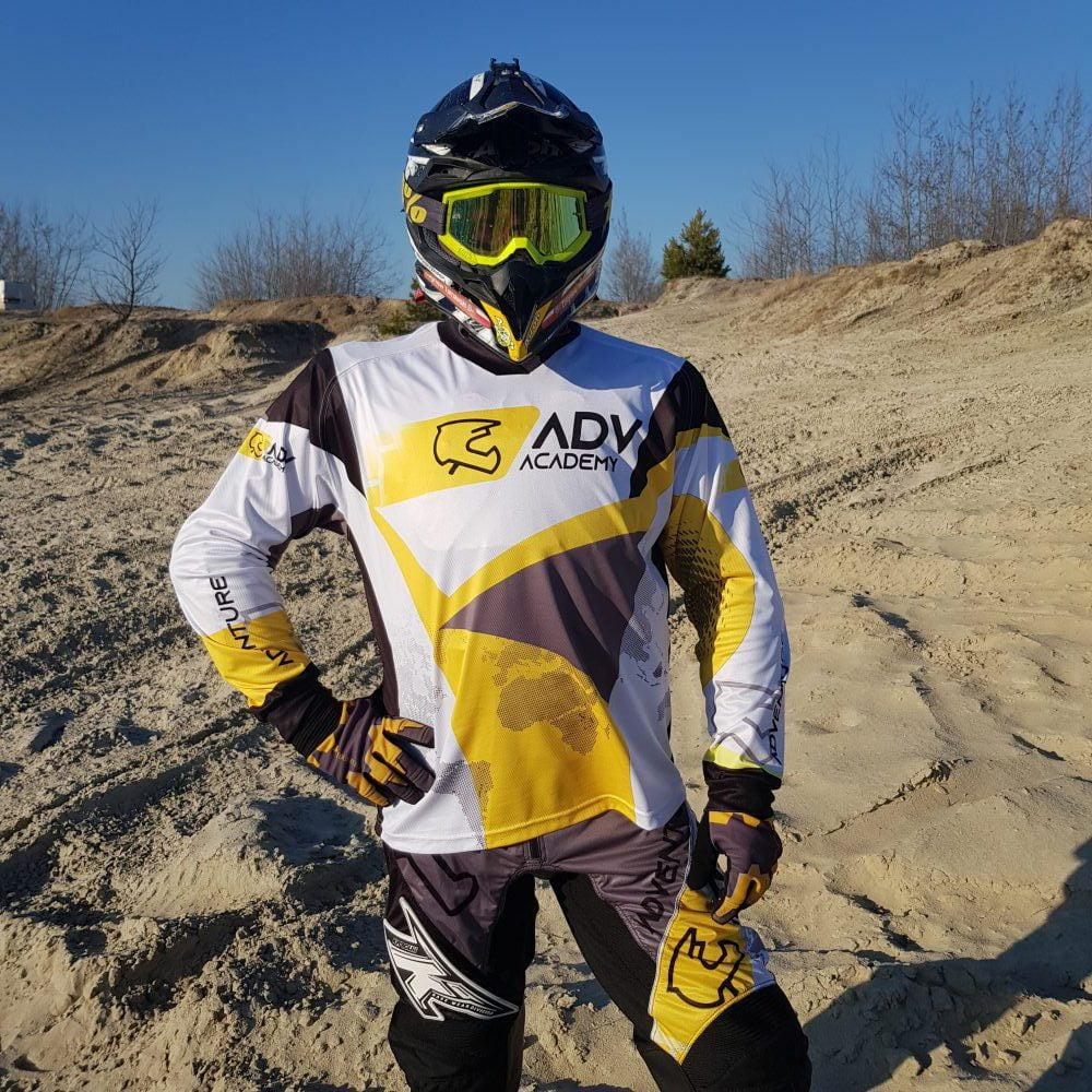 motocyklista w bluzie przód ADV Academy