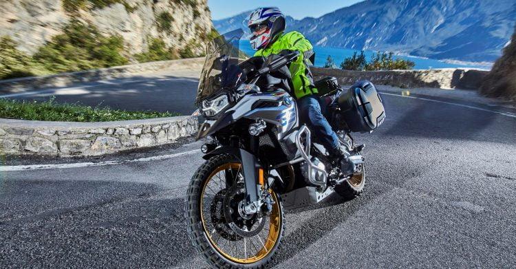 Kufry motocyklowe czy sakwy? – co wybrać?