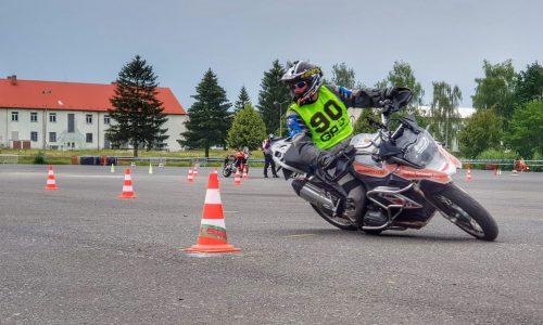 jazda na zakrętach motocyklem