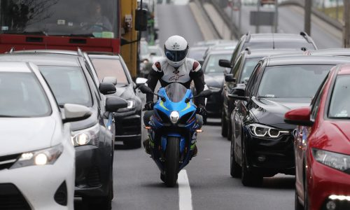 motocykl w korku